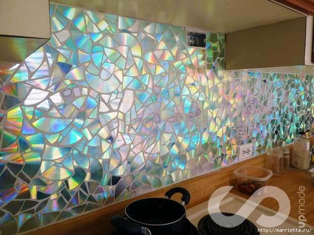Отделка рабочей стены на кухне мозаикой из компакт-дисков (6) (700x525, 359Kb)
