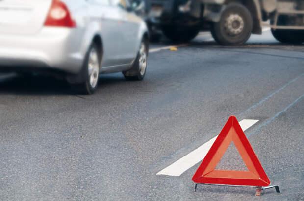 Два автомобиля столкнулись на пересечении Дмитровки и 800-летия Москвы