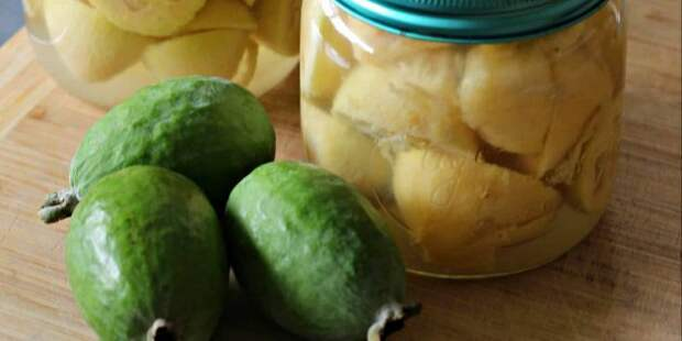 Варенье из целых или половинок фейхоа в сахарном сиропе