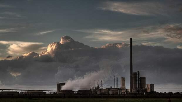 МЭА: избыток нефти в мировых хранилищах почти исчерпан
