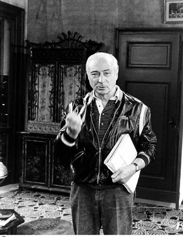"""Жерар Ури на съемках фильма """"Укол зонтиком"""", 1980 год"""
