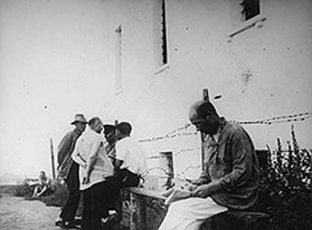 Почин идейных сластолюбцев из общества «Кабуки» нашел горячий отклик ответственных работников по всей стране (на фото — подсудимые по «Астраханскому делу»)