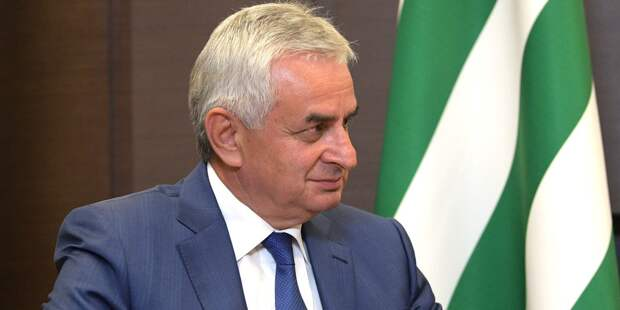 Парламент Абхазии принял отставку Рауля Хаджимбы