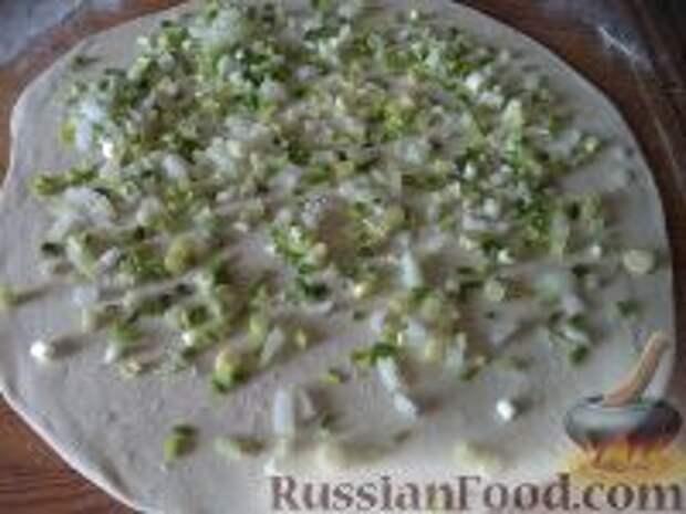 Фото приготовления рецепта: Лепешки с зеленым луком - шаг №6