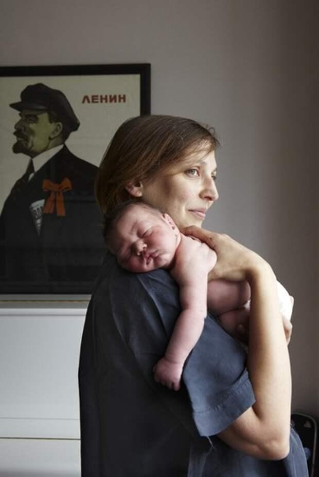 Первый день жизни: младенцы на руках у матерей