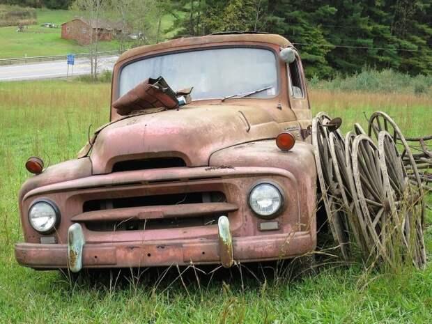 Харизматичный International Harvester R-серии ждет своего реставратора авто, джанкярд, коллекция, коллекция автомобилей, олдтаймер, ретро авто, свалка автомобилей