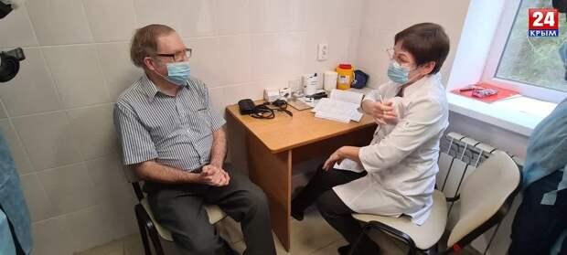 Гражданин США в Крыму привился от коронавируса российской вакциной «Спутник V»