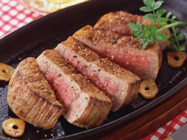 Использование специй для мяса.