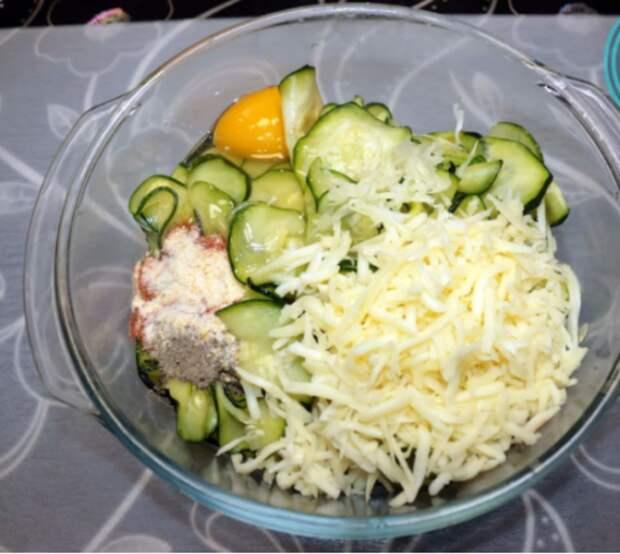 Обычные оладьи из кабачков теперь не делаю, готовлю по-новому: очень вкусно и оригинально