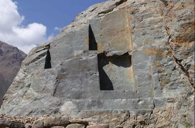 Следы выемки породы в скалах Ольянтайтамбо. Источник http://paikea.ru/peru-ollantaytambo/