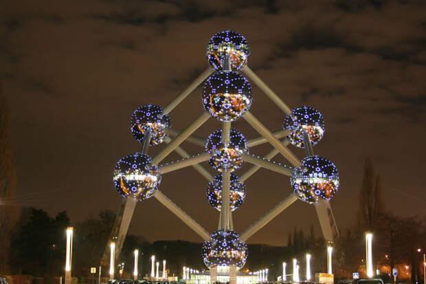 Атомиум в ночное время - Брюссель