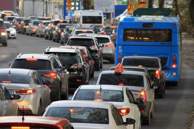 Симферополь встал в 8-балльных пробках из-за ремонта дорог