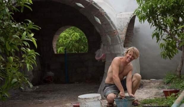 Мужчина построил дом своей мечты за полтора месяца и 324 000 рублей.