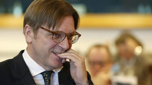 Экс-премьер Бельгии: Европе пора поставить Путина на место