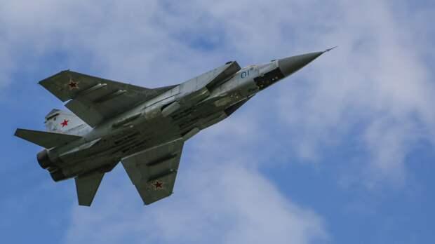 МО РФ заявило о перехвате российским МиГ-31 самолета США над Тихим океаном