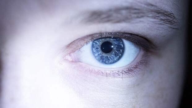 Диетолог назвала несколько простых способов избавиться от мешков под глазами