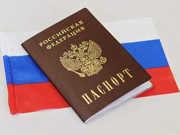 Грузинский бренд сделал сапоги из «российских паспортов». ФОТО