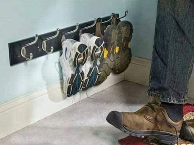 хранение обуви на крючках в прихожей