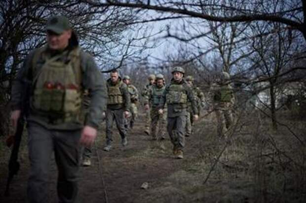 Ukraine's President Volodymyr Zelenskiy visits positions of armed forces near the frontline with Russian-backed separatists during his working trip in Donbass region, Ukraine April 8, 2021. Ukrainian Presidential Press Service/Handout via REUTERS ATTENTION EDITORS - THIS IMAGE WAS PROVIDED BY A THIRD PARTY.
