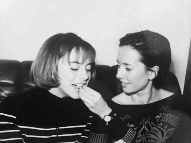Сестра Жанны Фриске опубликовала архивные снимки с певицей