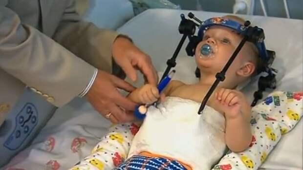 Настоящее чудо: медики спасли малыша, которому оторвало голову в ДТП. Австралия, дети и подростки, ДТП, медицина, наука и открытия. НТВ.Ru: новости, видео, программы телеканала НТВ