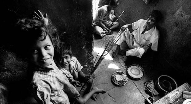 Фоторепортаж: как чистят канализацию в Мумбаи
