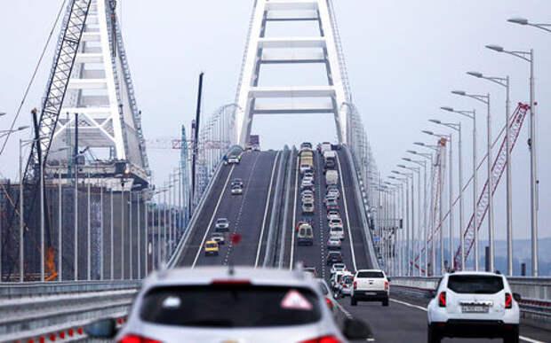 Посчитали, сколько машин проехало по Керченскому мосту