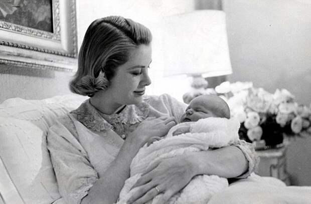 Грейс Келли с дочерью Каролиной.jpg