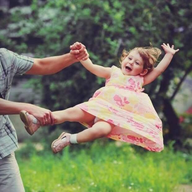 Лучший аттракцион детства — это папа. дети, позитив, прогулка