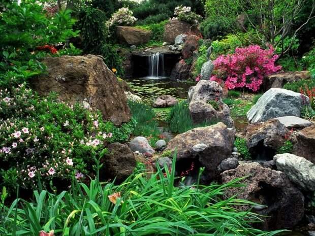 Самые простые варианты водопадов могут быть сделаны из подручных материалов