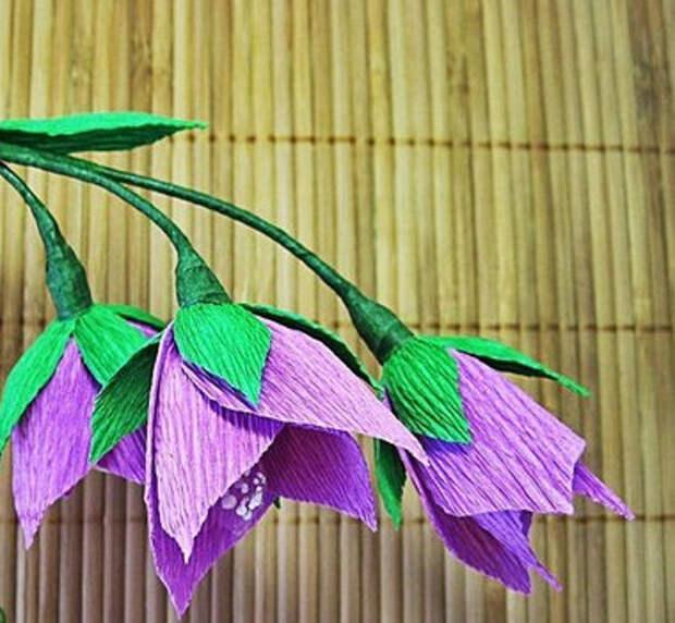 Цветы из гофробумаги своими руками (39)