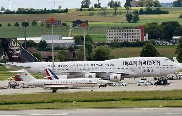 Самолеты Олланда и Меркель засмеяли за их размер