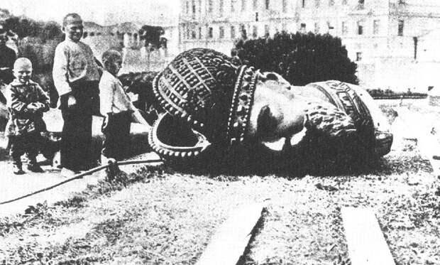 О снятии памятников, воздвигнутых в честь царей и их слуг. Декрет от 14/1 апреля 1918 года.