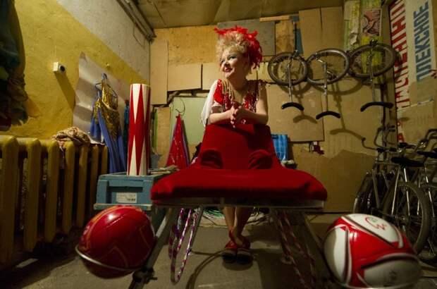 9 фото из жизни цирковых лилипутов в России