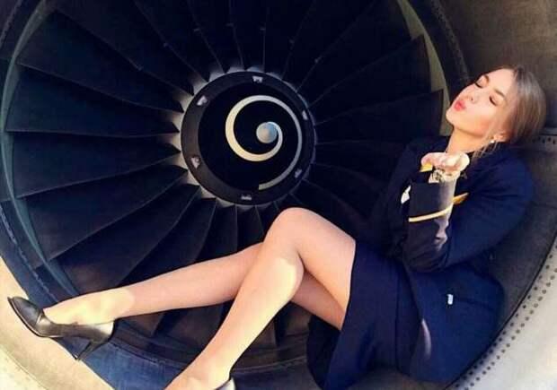 Ножки стюардесс. Подборка chert-poberi-styuardessy-chert-poberi-styuardessy-54320504012021-11 картинка chert-poberi-styuardessy-54320504012021-11