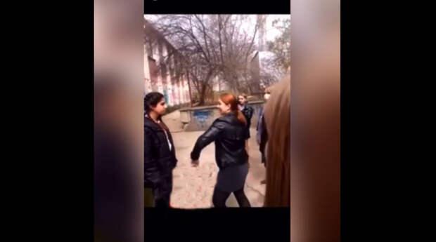 Буллинг с пощечинами устроили студентки своей одногруппнице в Крыму
