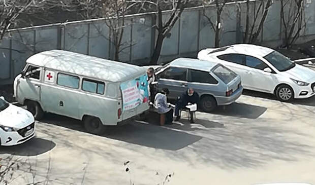Воронежцам объяснили, безопасно ли делать прививку от COVID-19 на улице в автомобиле