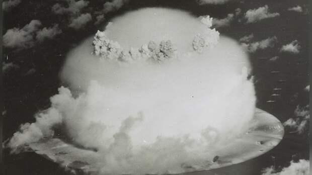 National Interest рассказал, как Пентагон планировал «вбомбить СССР и Китай в каменный век»