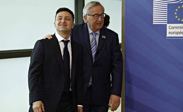 Ukrainian President Volodymyr Zelensky is welcomed by European commission President Jean-Claude Juncker. Фото Ale_Mi - Depositphotos