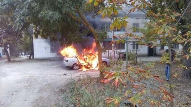 В посёлке под Феодосией сгорел автомобиль