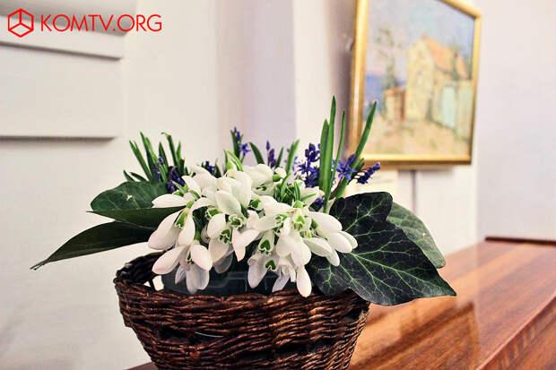 В Феодосии открылась художественная выставка «Девичник»
