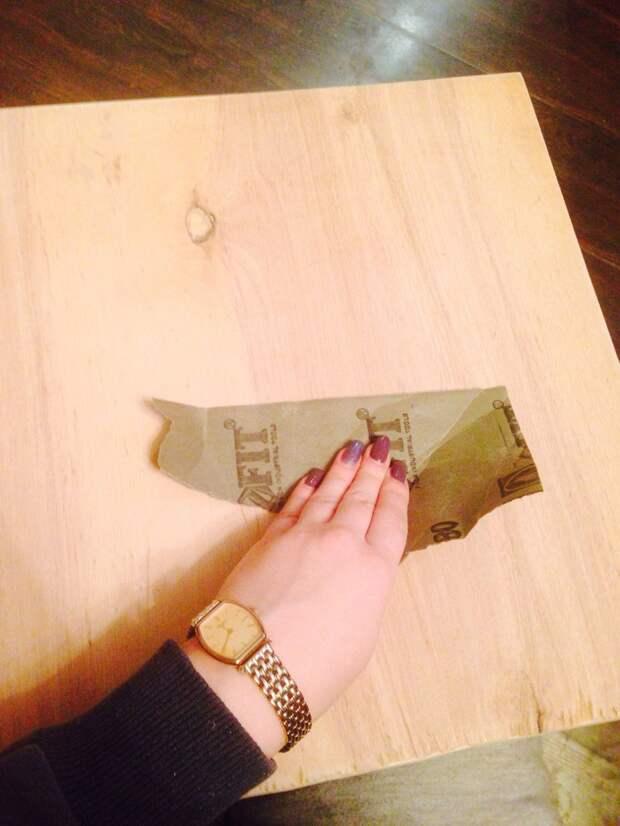 Заранее мы вырезали кусок фанеры чуть-чуть меньше чем наша будущая столешница. своими руками, сделай сам