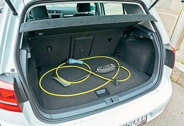 Volkswagen e‑Golf и просто Golf: электричество против бензина