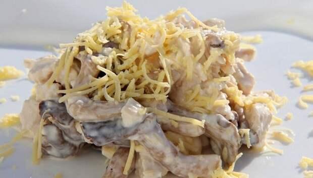 Салаты с маринованными опятами, ветчиной, курицей, беконом: рецепты с фото