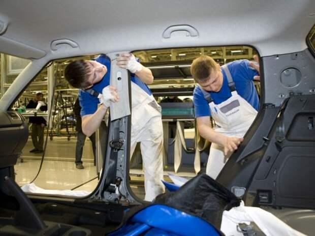 Производство легковых машин в России упало на 21%