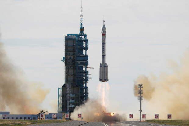 Китай отправил в космос первых строителей своей орбитальной станции