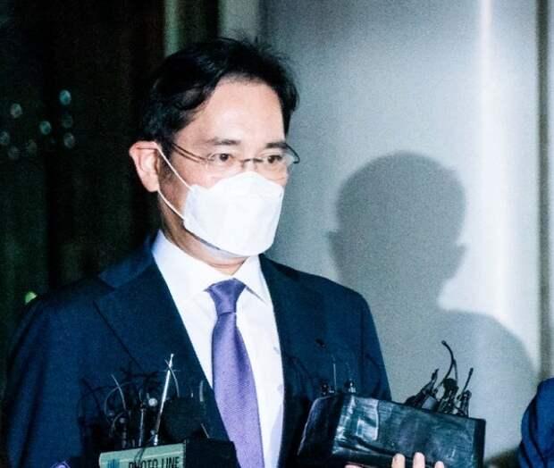 Вице-президента Samsung приговорили к тюремному сроку