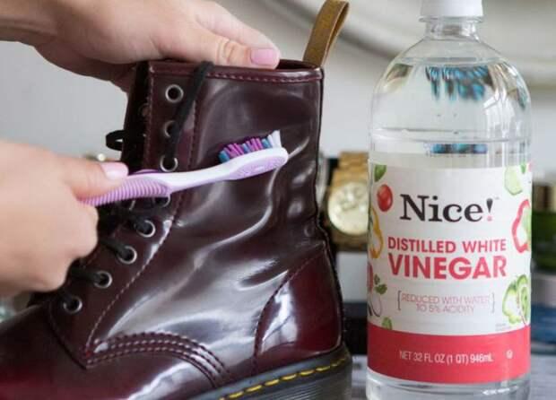 Как убрать разводы с кожаной обуви