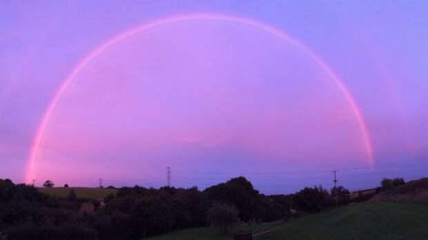 Загадочная розовая радуга поставила ученых в тупик