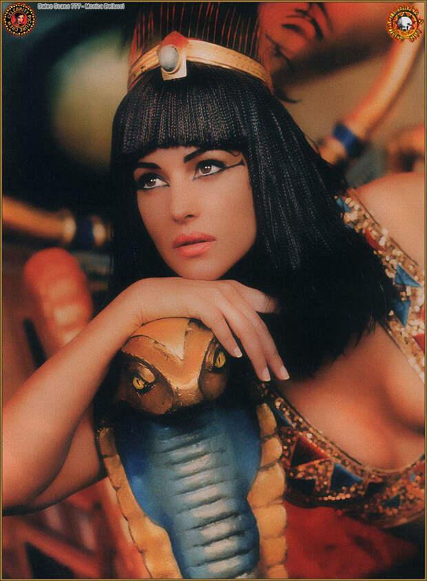 Моника Белуччи (Monica Bellucci) в фотосессии для фильма «Астерикс и Обеликс: Миссия «Клеопатра» (Asterix & Obelix Meet Cleopatra) (2002), фотография 5